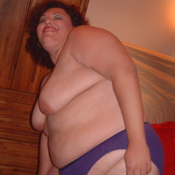 Liebeshungrige Hausfrau sucht Mann für hemmungslose Erotiktreffs